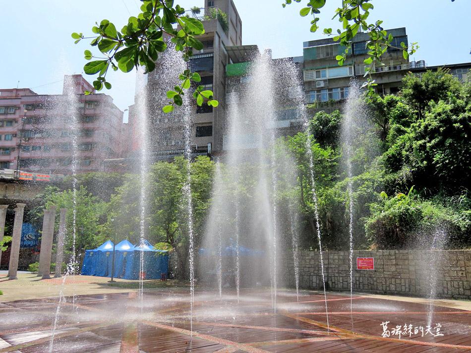 北部免費玩水景點-暖暖親水公園 (23).jpg