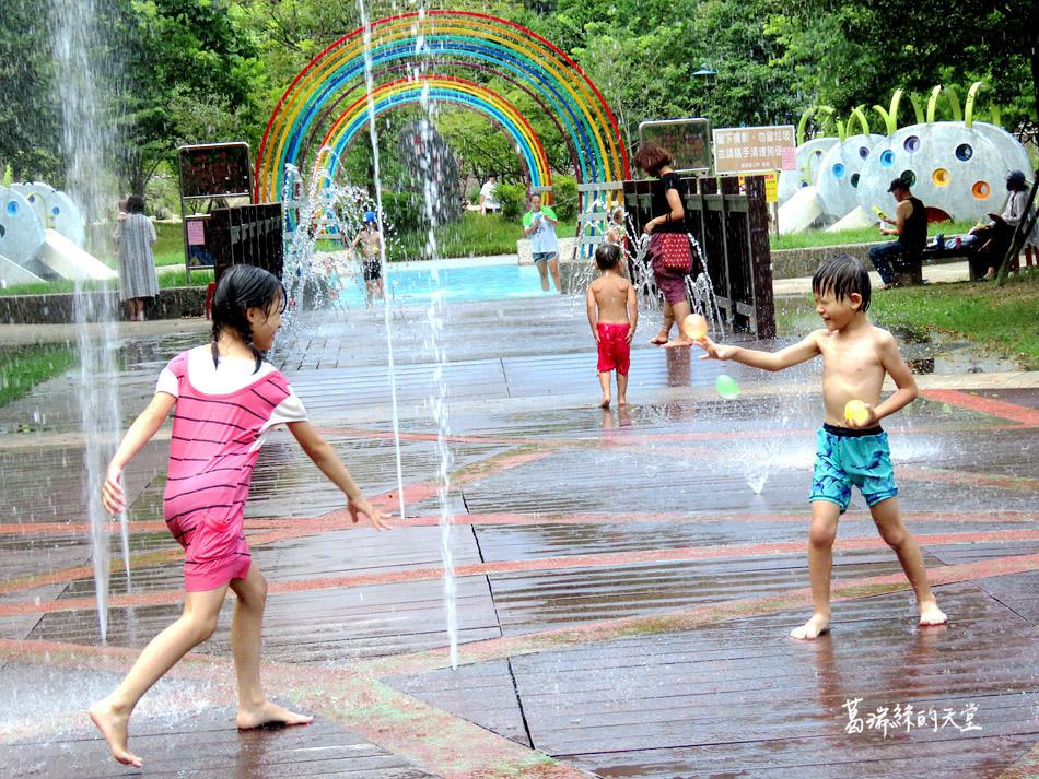 北部免費玩水景點-暖暖親水公園 (32).jpg
