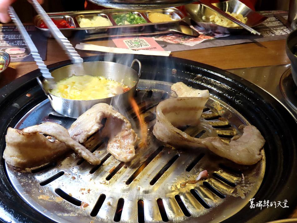 西門町美食-阿豬媽韓式烤肉X火鍋吃到飽 (64).jpg