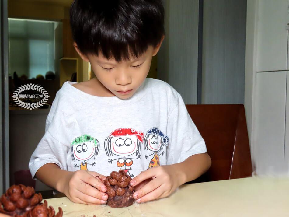 簡易聖誕甜點-松果小蛋糕-免烤免用火 (6).jpg