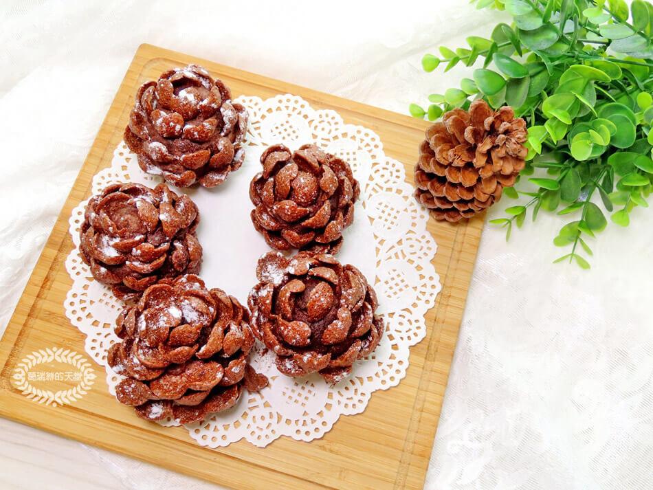 簡易聖誕甜點-松果小蛋糕-免烤免用火 (8).jpg