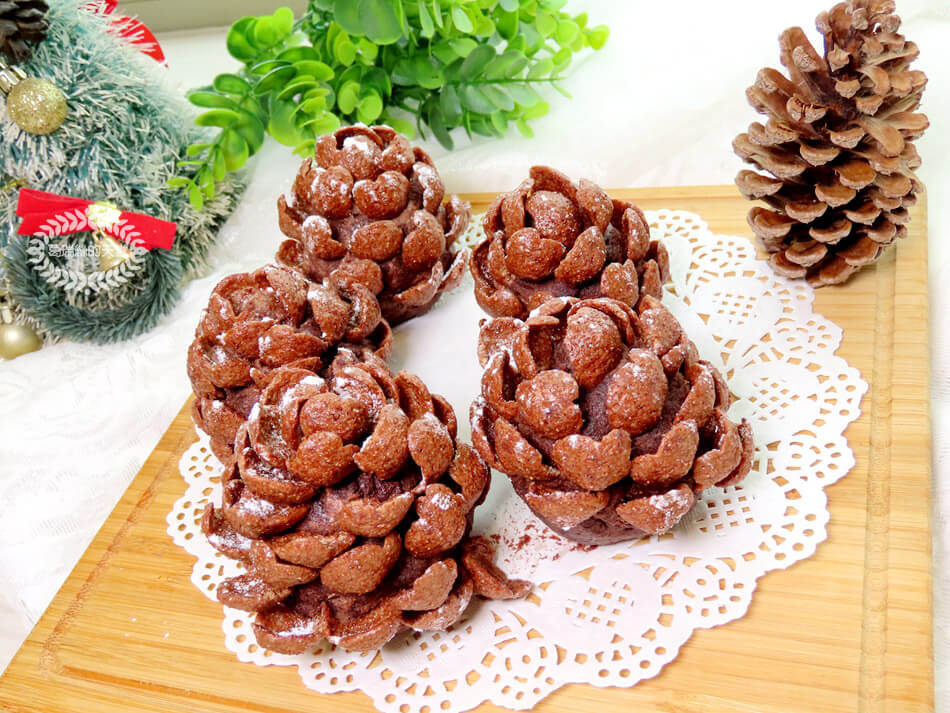簡易聖誕甜點-松果小蛋糕-免烤免用火 (10).jpg