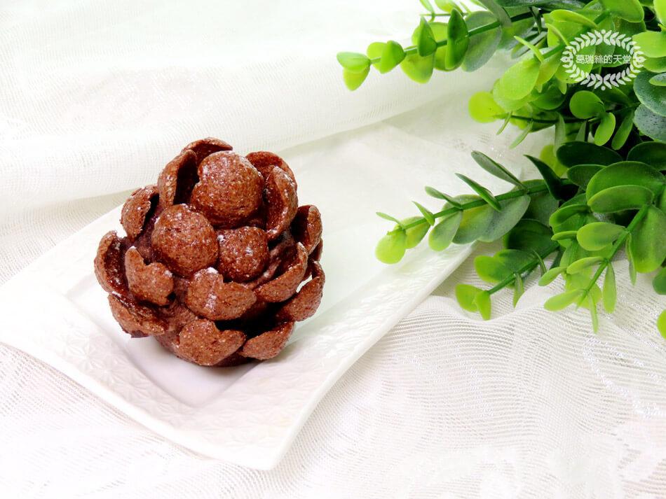 簡易聖誕甜點-松果小蛋糕-免烤免用火 (13).jpg
