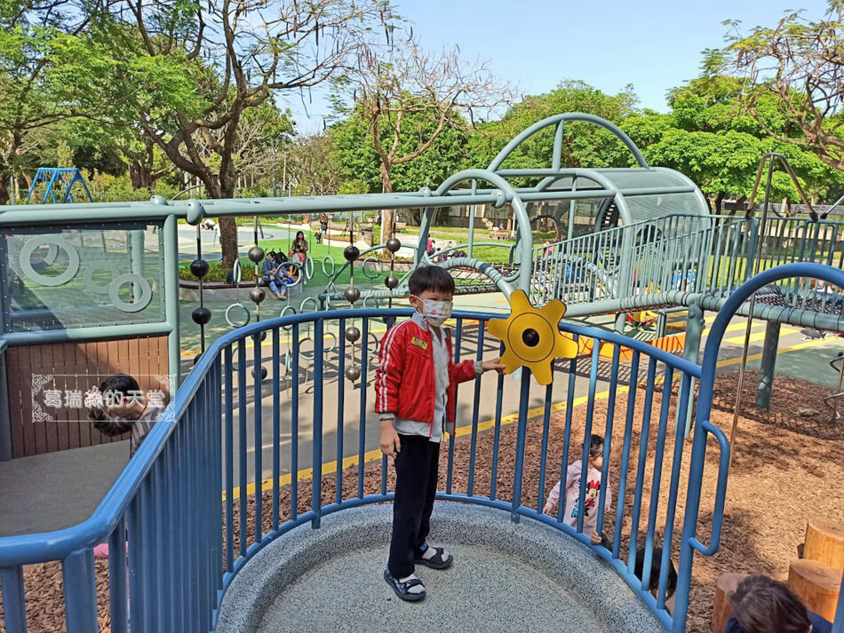 台北最新特色公園-青年公園-飛行探索遊戲場 (33).jpg