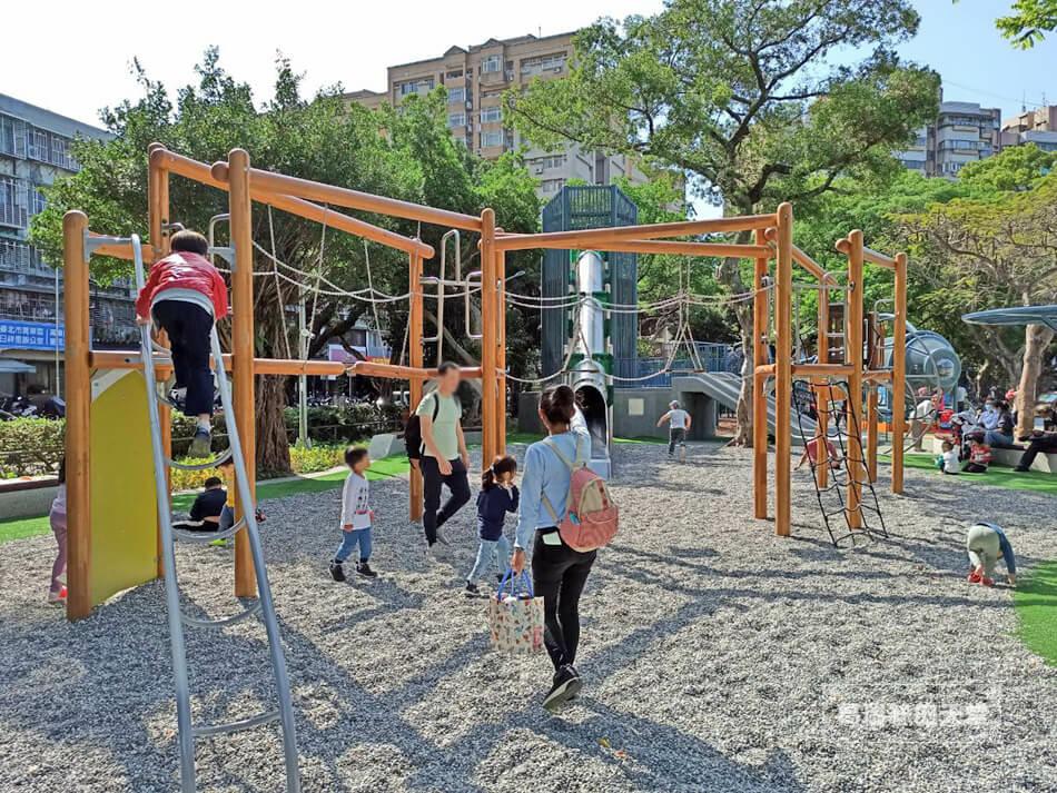 台北最新特色公園-青年公園-飛行探索遊戲場 (47).jpg