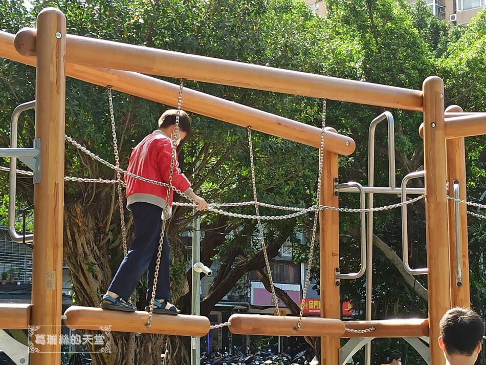 台北最新特色公園-青年公園-飛行探索遊戲場 (48).jpg