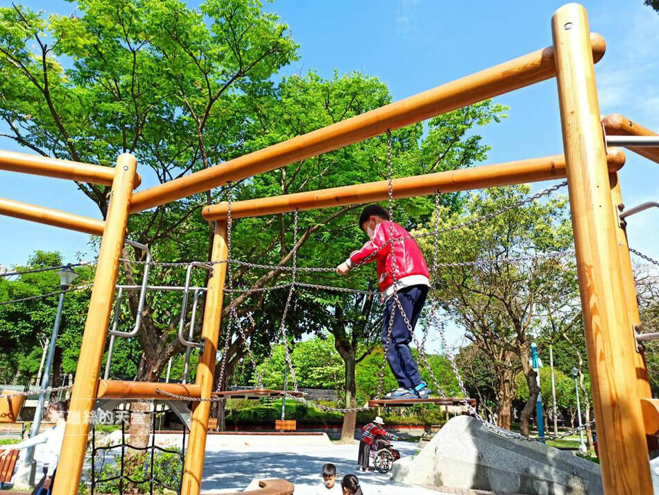 台北最新特色公園-青年公園-飛行探索遊戲場 (46).jpg