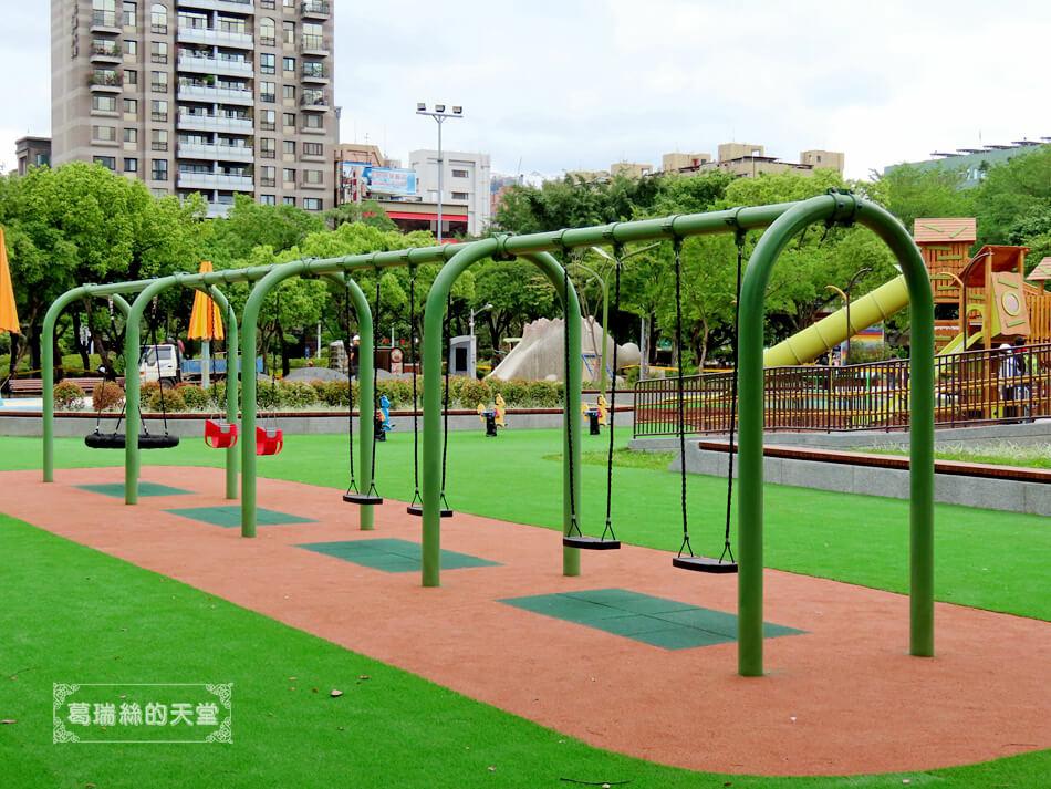 台北特色公園-大安森林公園-森林之王遊戲區 (1).JPG