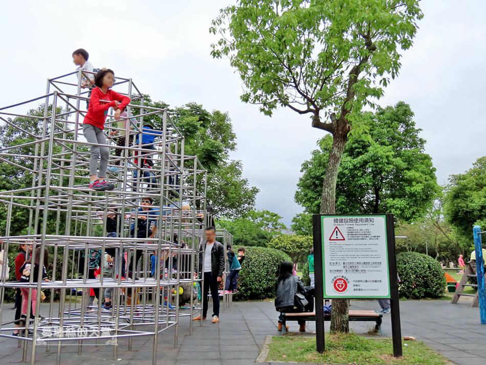 台北特色公園-大安森林公園-森林之王遊戲區 (14).JPG