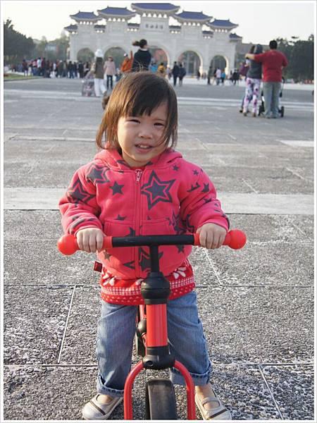 自由廣場滑步車1