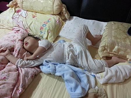 BabyCity背心式防踢睡袍2