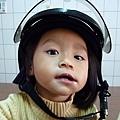 妹體驗易夏貼的安全帽貼片 1.jpg