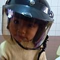 妹體驗易夏貼的安全帽貼片 2.jpg