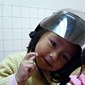 妹體驗易夏貼的安全帽貼片 3.jpg
