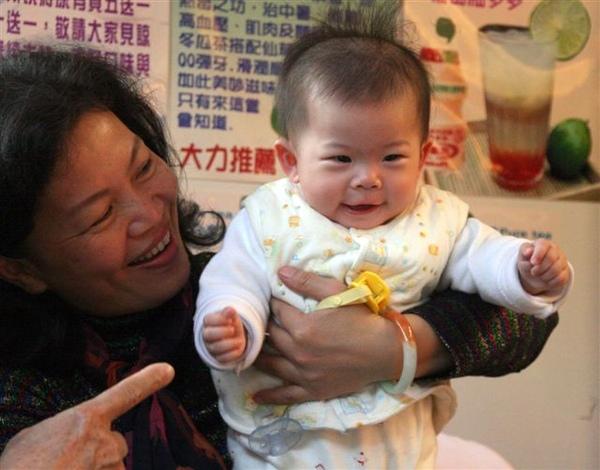 Baby & GranMa 2.jpg