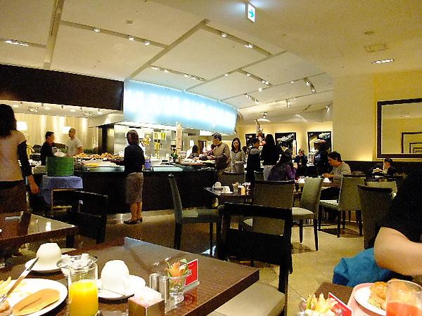03-01-為了一浪費餐卷 前往築地前先吃點早餐 01.JPG