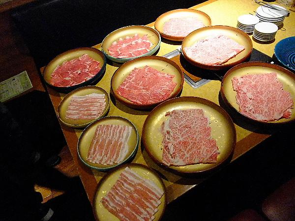 03-12-晚餐-黑毛和牛吃到飽 02.JPG