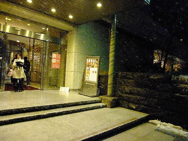 04-22-先回飯店放東西休息一下.JPG