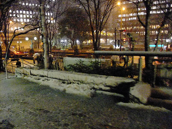 04-21-路旁已經有小積雪了.JPG