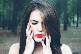「woman worried alone woods」的圖片搜尋結果