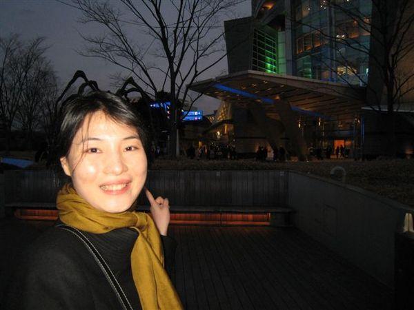 六本木HILL廣場著名的蜘蛛雕塑.jpg