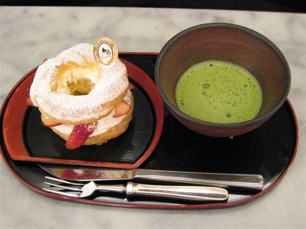 我的甜點-因為自己喜歡喝抹茶而配了抹茶.jpg