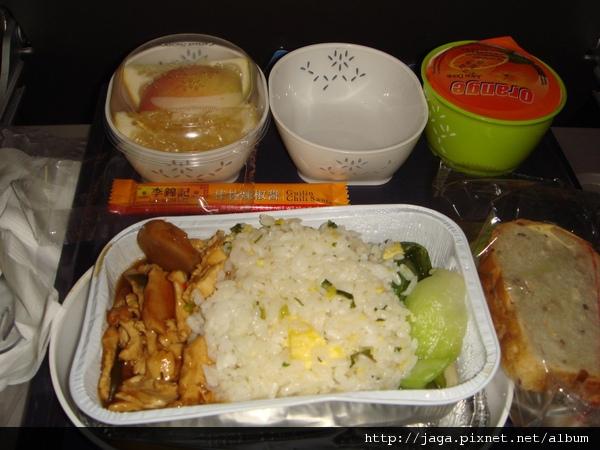 機上餐~雞肉咖哩飯~不錯吃