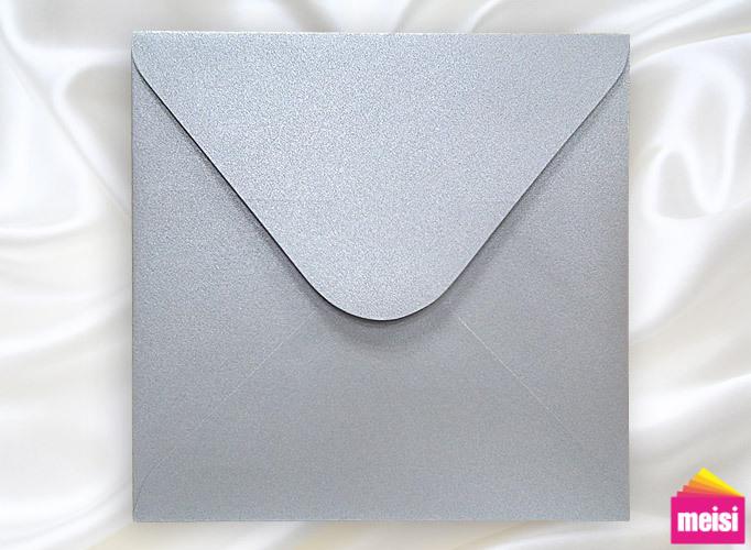 名媛系→銀色炫光,強調低調奢華的質感。