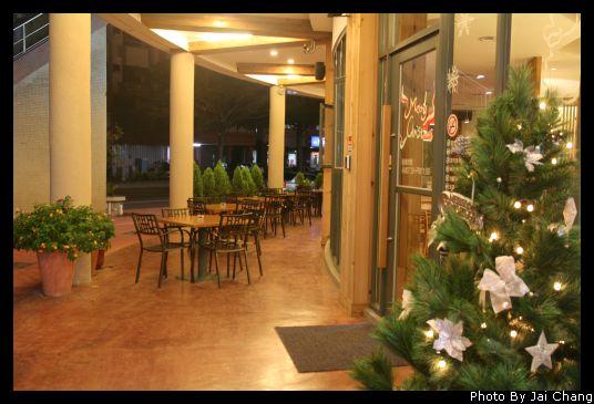 豐原斯比亞咖啡店外