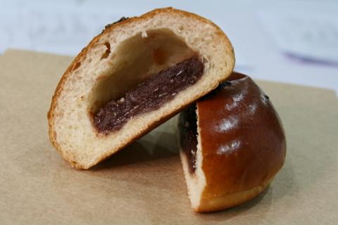 山崎紅豆麵包剖面圖