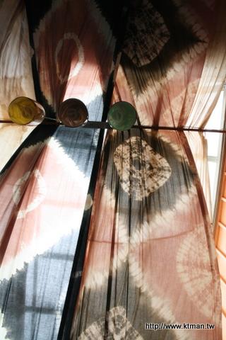 恆春巷子內十碗麵-天花板用手染布裝飾