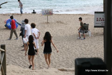 小灣沙灘遊客