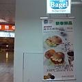 Magic Bagel美奇客貝果-門口的掛軸廣告