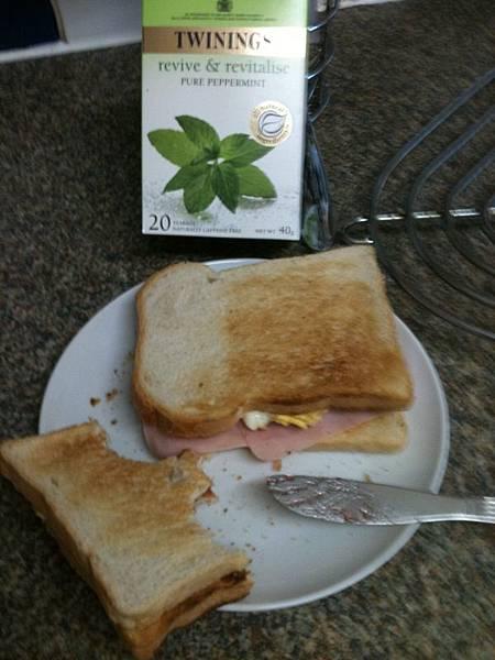自製三明治!!有加蛋喔