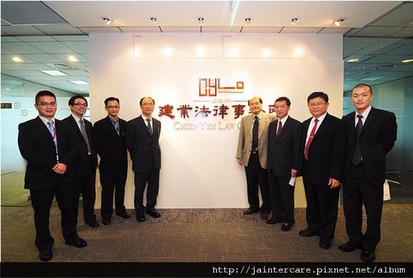 簡董事長帶領喬安公司的主要幹部參訪建業法律事務所。