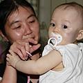 阿姨~別拉我的奶嘴好嗎?