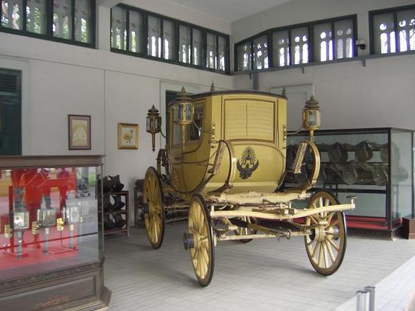 五世皇座車
