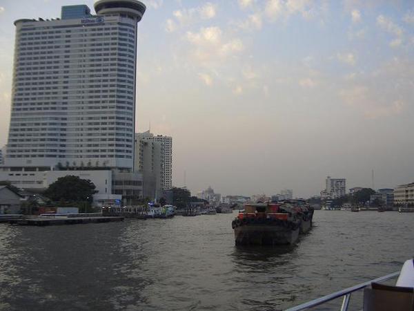 湄南河夜景