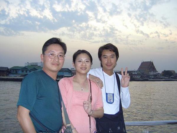 跟泰國導遊助理小安合影