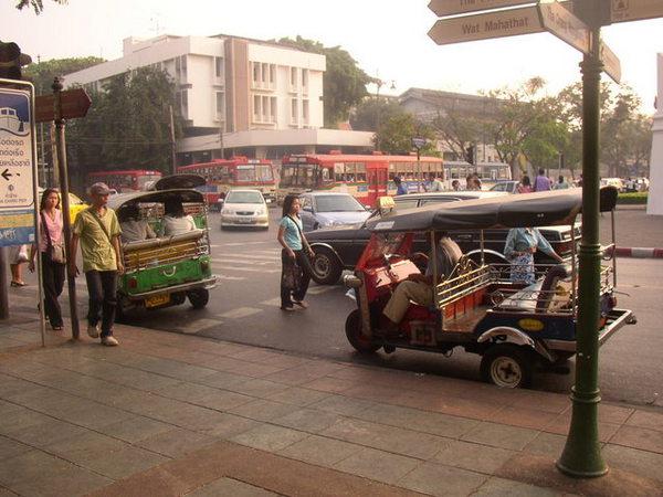 泰國街景,這就是嘟嘟車