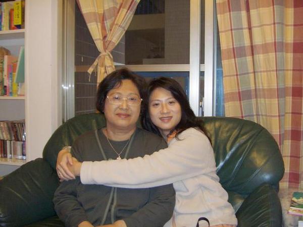 Jane&媽咪合影於惠小姐家