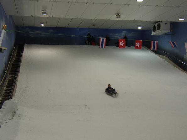 老爺有勇氣去滑,不過太快也拍不到臉@@