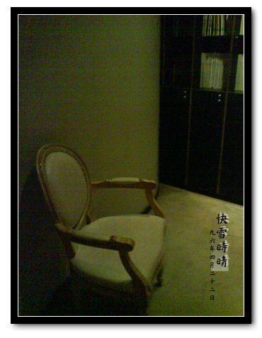書角椅子.JPG