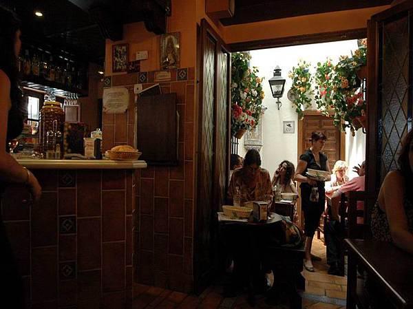 哥多華 中庭餐廳