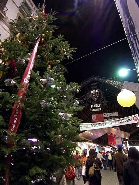 巴塞隆納市場聖誕樹.jpg