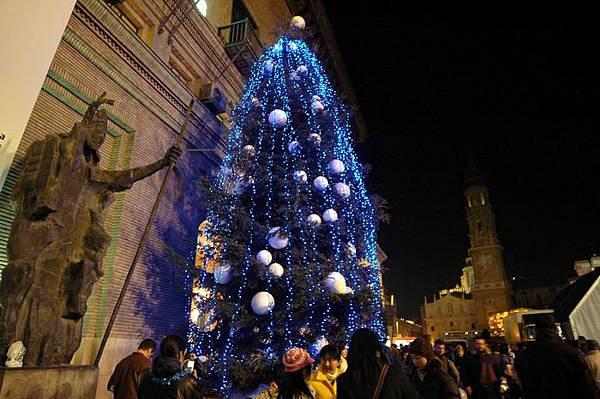 ZA藍色聖誕樹.jpg