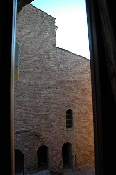 臥室窗外景觀-1.JPG