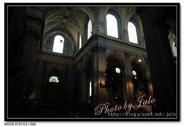 nEO_IMG_1-2Santa Sulpice教堂內部.jpg