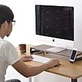墊高螢幕和眼睛平行,更符合人體工學