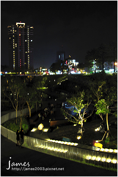 台中新景點秋紅谷廣場夜景06